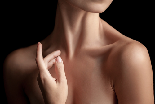 The close-up of a young womans neck and hands on dark background-img-blog